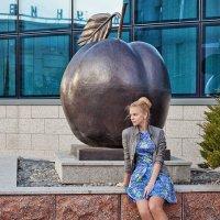 Если яблоко от яблони не далеко падает..., где же железная яблоня? :: Анатолий Тимофеев