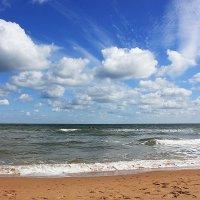 Небо, Море, пляж :: Людмила Минтюкова