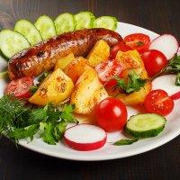 колбаска с овощами :: Василий Забелин