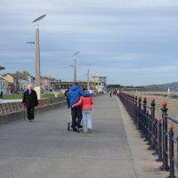 Прогулка по набережной. :: zoja