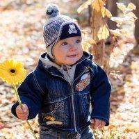 Мальчик с цветком :: Vitaly Antonuk