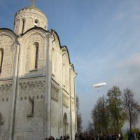 полет над Дмитриевским собором :: Галина