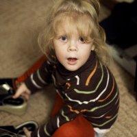 Даша примеряет туфли :: Lilya Ezh