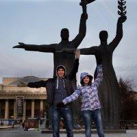 мы и памятник :: Татьяна Кузова