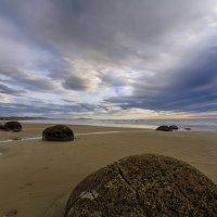 Moeraki Boulders....хмурое утро... :: Светлана Шакирзянова