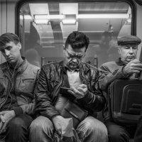 Люди в метро. Три богатыря. :: Алексей Окунеев