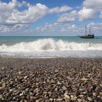 Галька, море, корабль :: Vladdimr SaRa