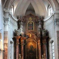 Церковь Нидермюнстеркирхе (Niedermünsterkirche), XII-XVII  веков :: Елена Павлова (Смолова)