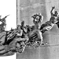 На правом фланге в день Победы им вечно юными стоять. :: Валентина ツ ღ✿ღ
