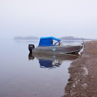 Одинокий катер на Каме :: Алексей Golovchenko