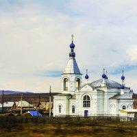 Церковь у дороги. :: юрий Амосов