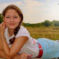 Дозревало в поле лето, разливалось небо тёплым молоком... :: Назаренко Юлия