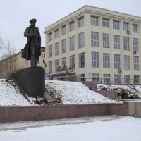 Памятник адмиралу Н.Г. Кузнецову. :: Елена Перевозникова
