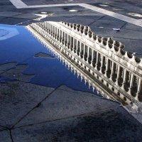 Венеция.   Площадь Святого Марка.   Так начинается знаменитый прилив - наводнение... :: Леонид Нестерюк
