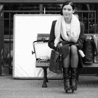 Просто девушка на скамейке. :: Александр Степовой