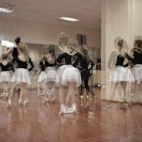 Танцуйте, девочки, танцуйте! :: Ирина Данилова