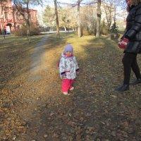 А я гуляю,но пока с мамой :: раиса Орловская