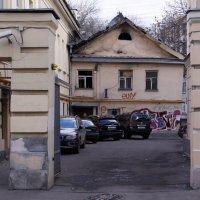 Дом в Потаповском переулке :: Елена Гаврилова lega