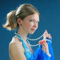 Девочка в голубом :: Александр Акилов