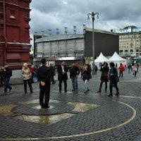 Ждут россиянки дивного момента – падения монетного дождя... :: Ирина Данилова
