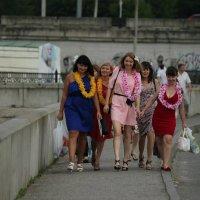 Девочки с гавайской вечеринки :: Наталья Дмитриева