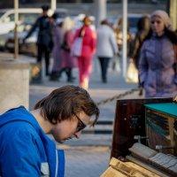 И летел он на рояле, нажимая на педали... :: Андрей Печерский