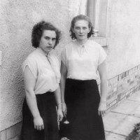 Лучшие подруги . 1956 г. :: Валерий Судачок