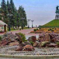 Сквер у памятника С. Юлаеву :: Любовь Потеряхина