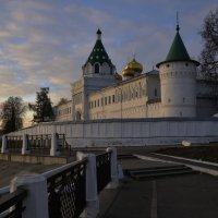 Утро. Ипатьевский монастырь :: Дмитрий Близнюченко