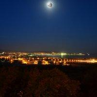 Луна и Геленджик :: Константин Лабудя