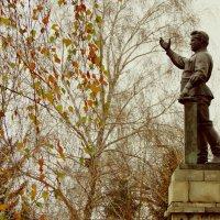 я раскрашивал ...листья в осенние цвета :: Наталья Бридигина