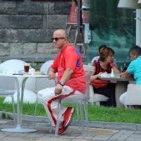 А я сижу, такой весь в красном... :: Larisa Gavlovskaya