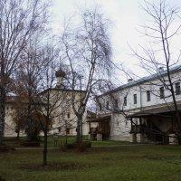 Братский корпус и Никольская больничная церковь... :: Galina Leskova