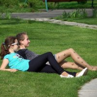 В парке на травке... :: Сергей Петров
