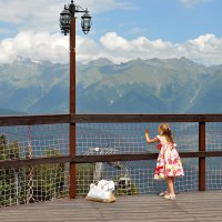 Девочка и горы :: Елена Смирнова