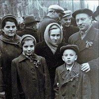 На демонстрации 7 ноября 1960 года :: Нина Корешкова