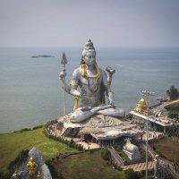 Индия.Штат Карнатака.Самая высокая статуя Шивы в мире...- 37.5 метров!!! :: Александр Вивчарик