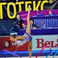 Ирина Александровна наблюдает выступление Евгении. :: Павел Сущёнок
