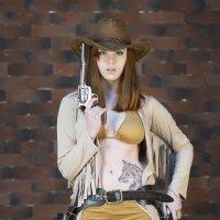 Девушка с пистолетами :: Алексей Соминский