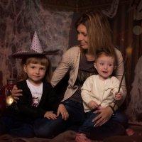 Мама с принцессами :: Елена Андреева