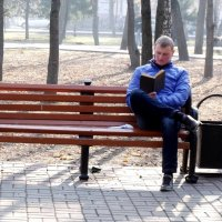 За чтением интересной книги :: Анатолий Бугаев