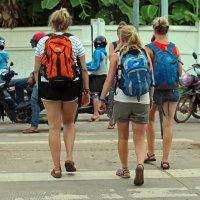 Лаос. Вьентьян. Европейские туристы (3) :: Владимир Шибинский