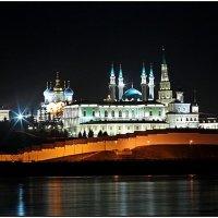Казанский кремль ночью :: Виктор Добрянский