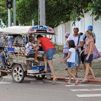 Лаос. Вьентьян. Европейские туристы (4) :: Владимир Шибинский
