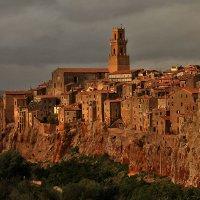 Питильяно. Туфовый город на скалах. Тоскана. Италия :: Олег Лаврик