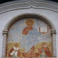 Фреска западного  фасада  Спасо-Преображенского собора :: Galina Leskova