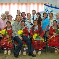 Бурановские бабушки и великовозрастной внучок :: Владимир Максимов
