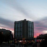 Малиновый вечер :: Евгения Степченкова
