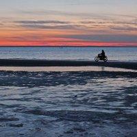 Северодвинск. После заката рвануть по кромке моря :: Владимир Шибинский