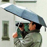 Дождь в лицо, под ноги слякоть, :: Александр Корчемный